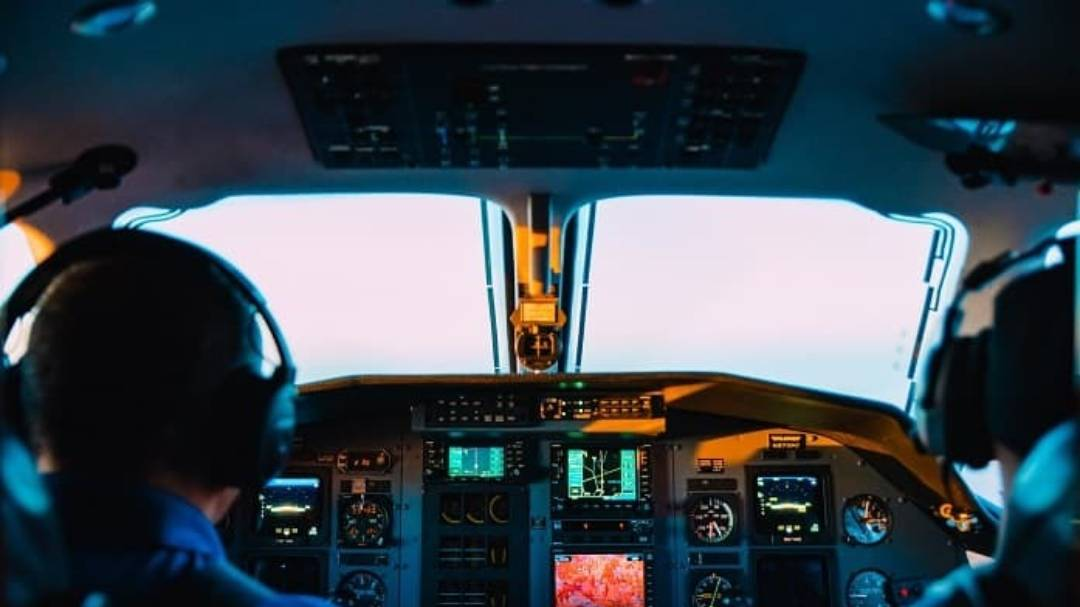 learn how to become an airline pilot